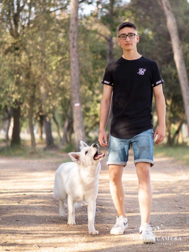 Sesión de fotos de un perro en un bosque en Mollet de Vallès